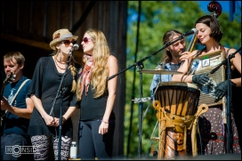 Shook Twins sing with Elephant Revival